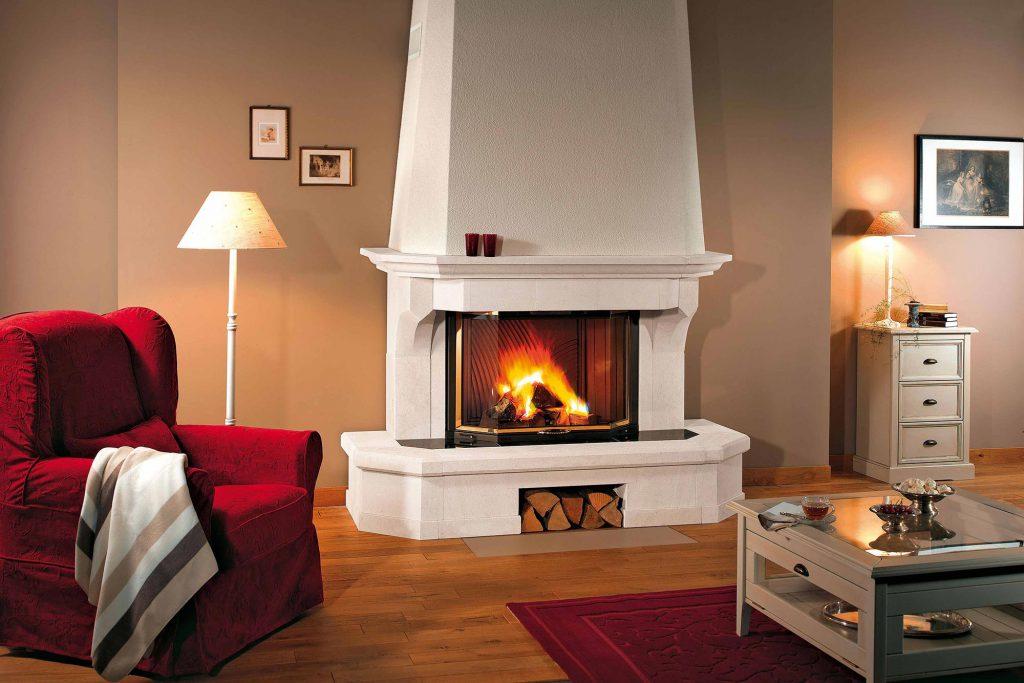 Une cheminée majestueuse pour votre intérieur cosy? C'est possible, en associant un de nos foyers avec de la pierre blanche, qui sublimera votre espace. Grâce à cette pierre unie, votre habillage classique se fond dans un intérieur contemporain, lui apportant éclat et magnificence.