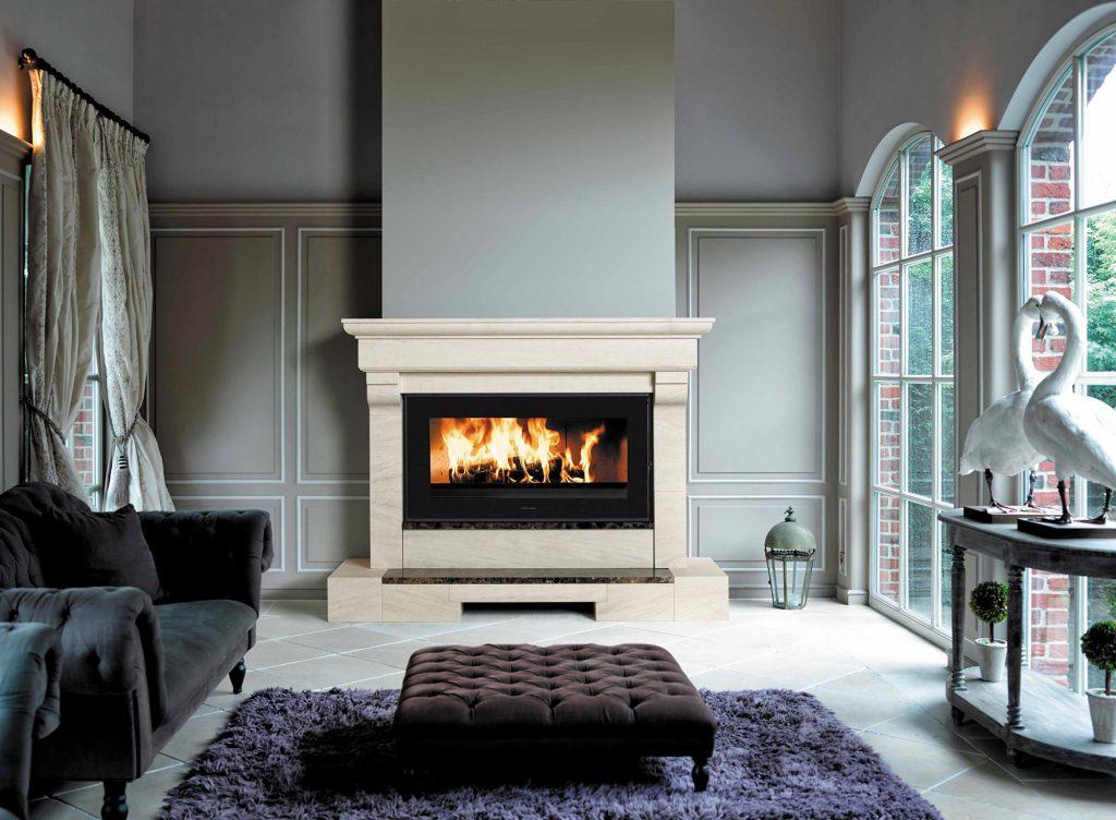 L'habillage classique associé au modèle Horizon 1000 apporte ici robustesse et prestance à votre pièce. Pour se poser au coin du feu et admirer les flammes, rien de mieux que cette combinaison qui rappelle presque les cheminées d'antan.