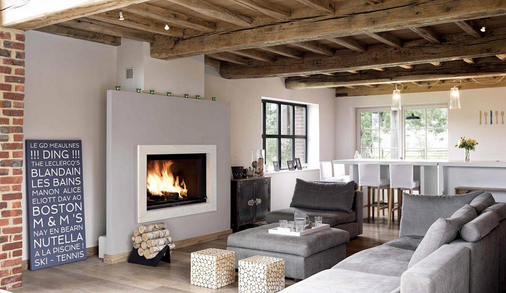 Dans un intérieur rénové, vous pouvez faire de votre foyer la pièce maîtresse de votre intérieur. Offrant un subtil mélange de grandeur et de modernité, un cadre de la pierre de votre choix sublime votre pièce. Votre cheminée devient un écran de feu devant lequel petits et grands pourront s'extasier.