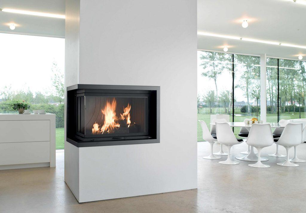 Pour votre intérieur épuré, un foyer bi-vision associé à un cadre en acier simple vous offre un spectacle d'intérieur permanent. En ajoutant une colonne centrale à votre pièce, vous pouvez séparez les espace ou simplement l'occuper, pour une modernité subtile et délicate.